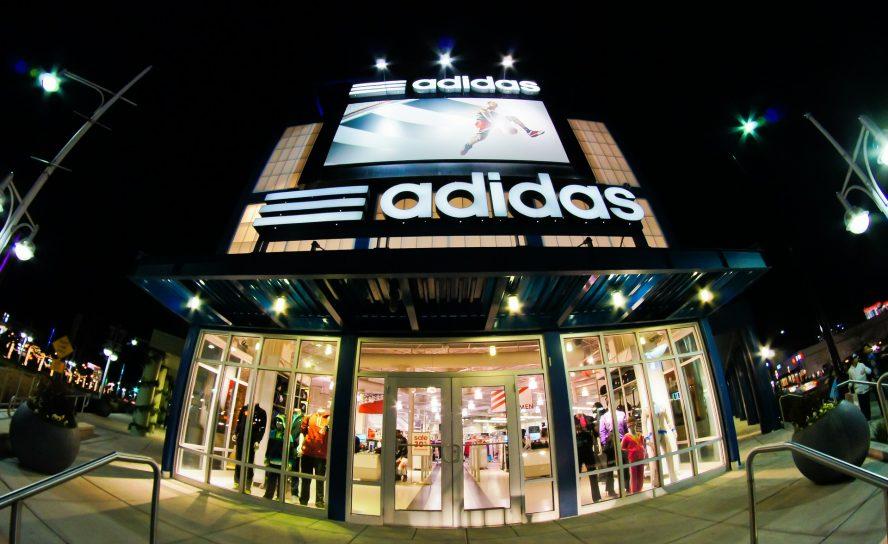 Adidas: Problems in production weaken sales