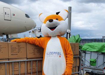 Kloepfi nimmt Millionen Schutzmasken am Frankfurter Flughafen entgegen